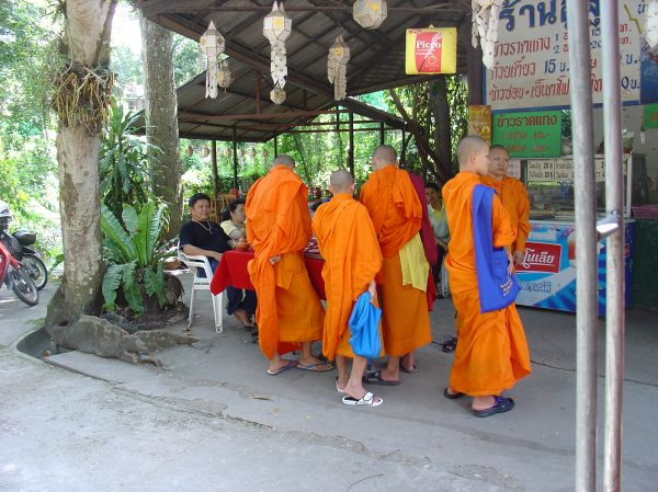 Mönche unterwegs in Chiang Mai...